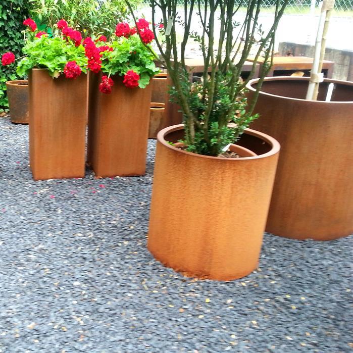 arbuste dans bacs en acier corten