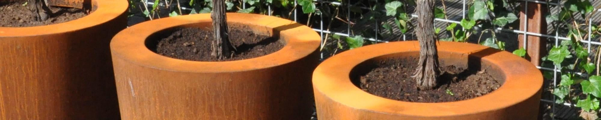 Bac à fleurs colonne en acier Corten