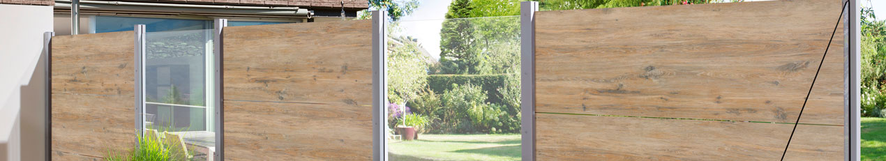 schutting en tuinscherm in composiet hout, aluminium, glas en pvc