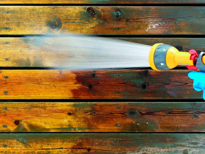 Dégriseur pour nettoyage à l'eau d'un plancher