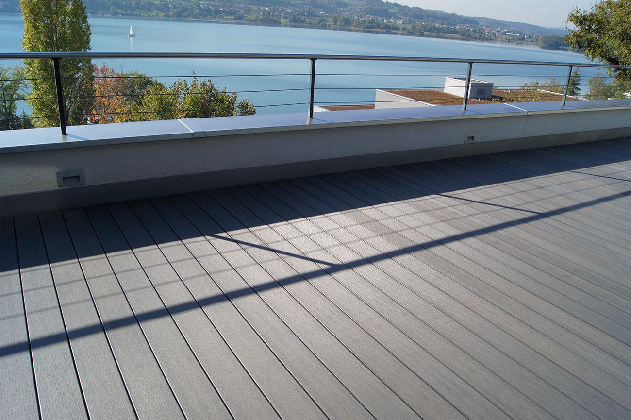 terrasse de balcon en bois synthétique
