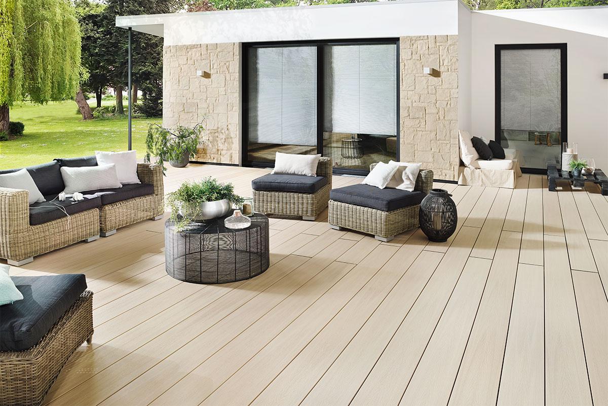 terrasse de jardin en bois composite crème