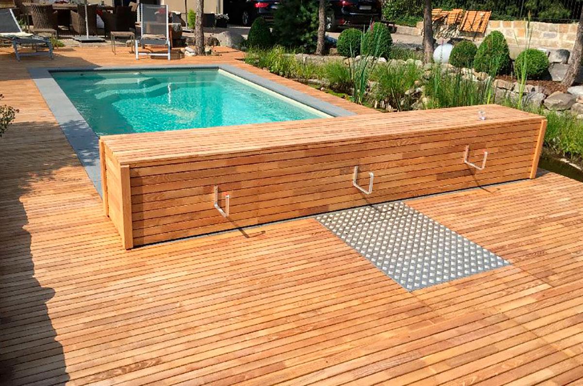 terrasse de piscine en robinier