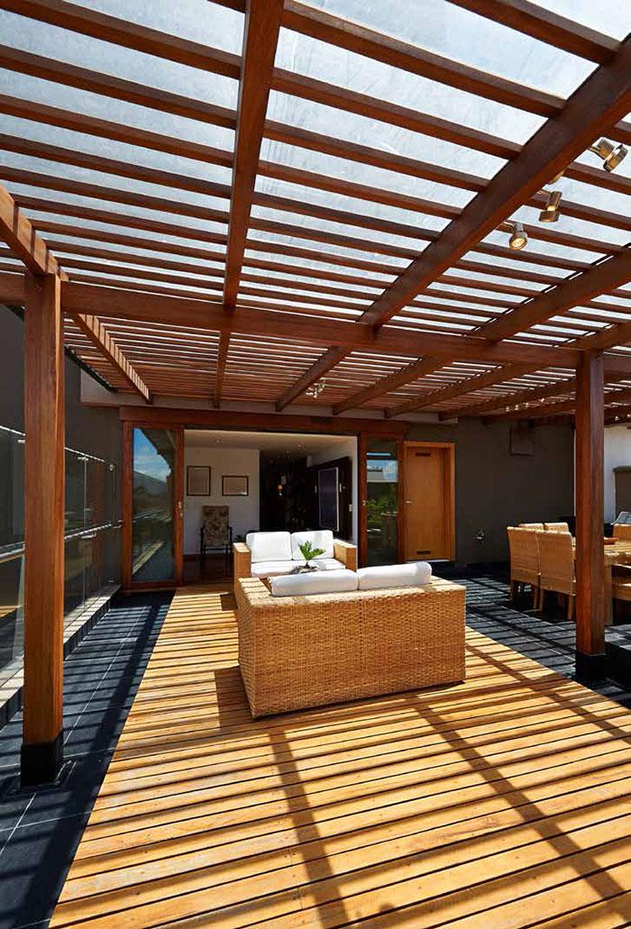 Saturateur de terrasse et poutres en bois exotique