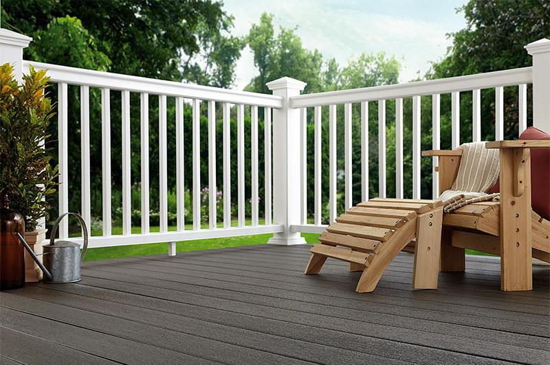 terrasse en bois composite de couleur graphite