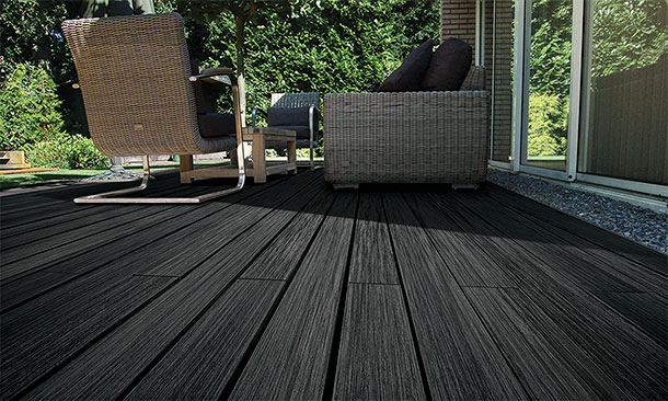 terrasse en bois composite vintage noir