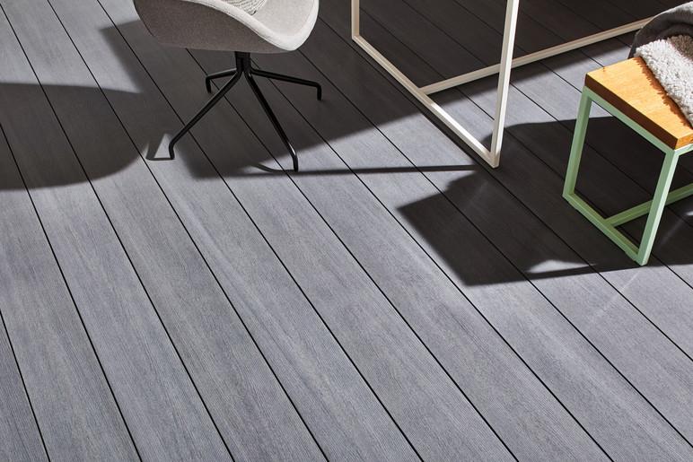 Planche de terrasse en bois composite lisse