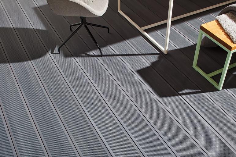 Lame de terrasse en bois composite rainurée